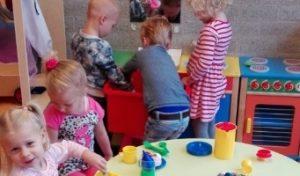 Waarom samen leren spelen belangrijk is voor een peuter